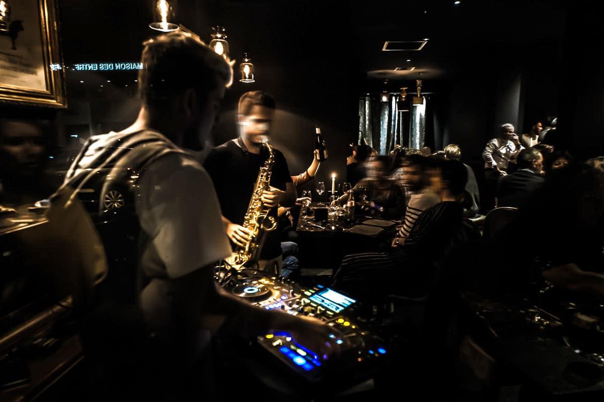 Soirée Jazz, ambiance au bar à vin le Salon Français à Annecy