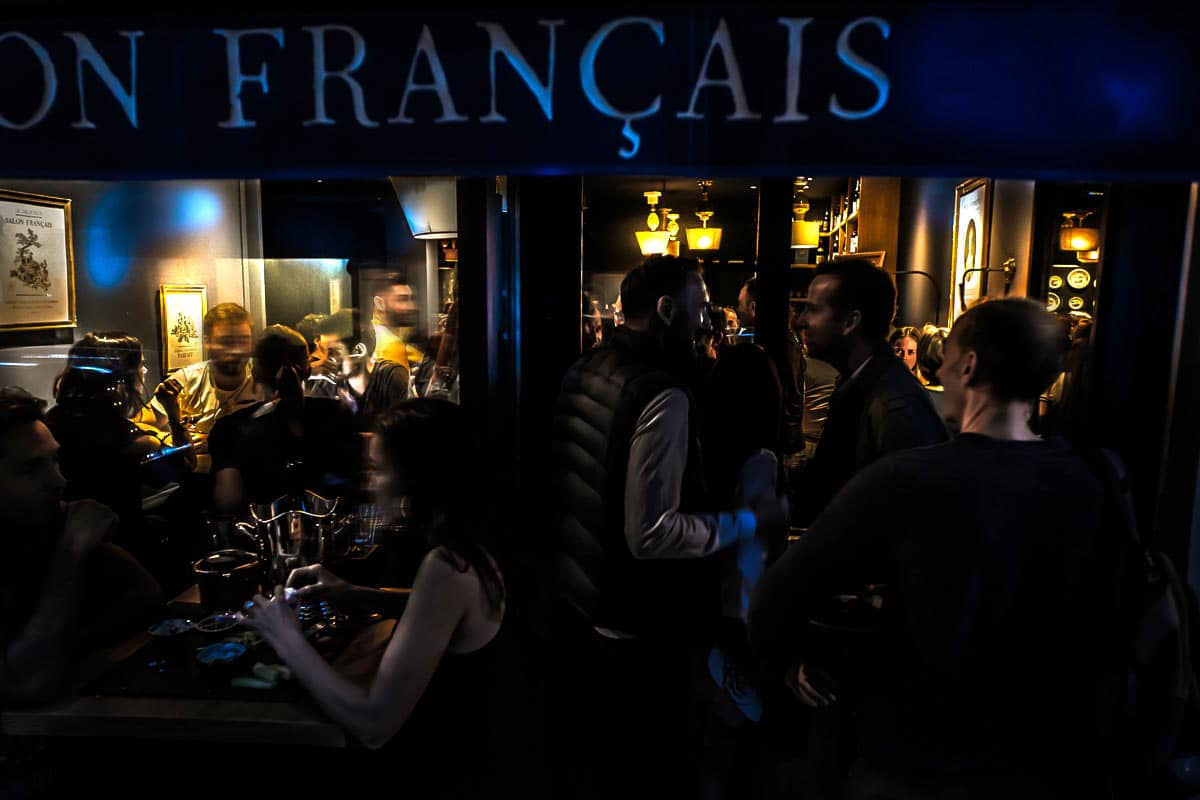 People, au bar à vin le Salon Français à Annecy