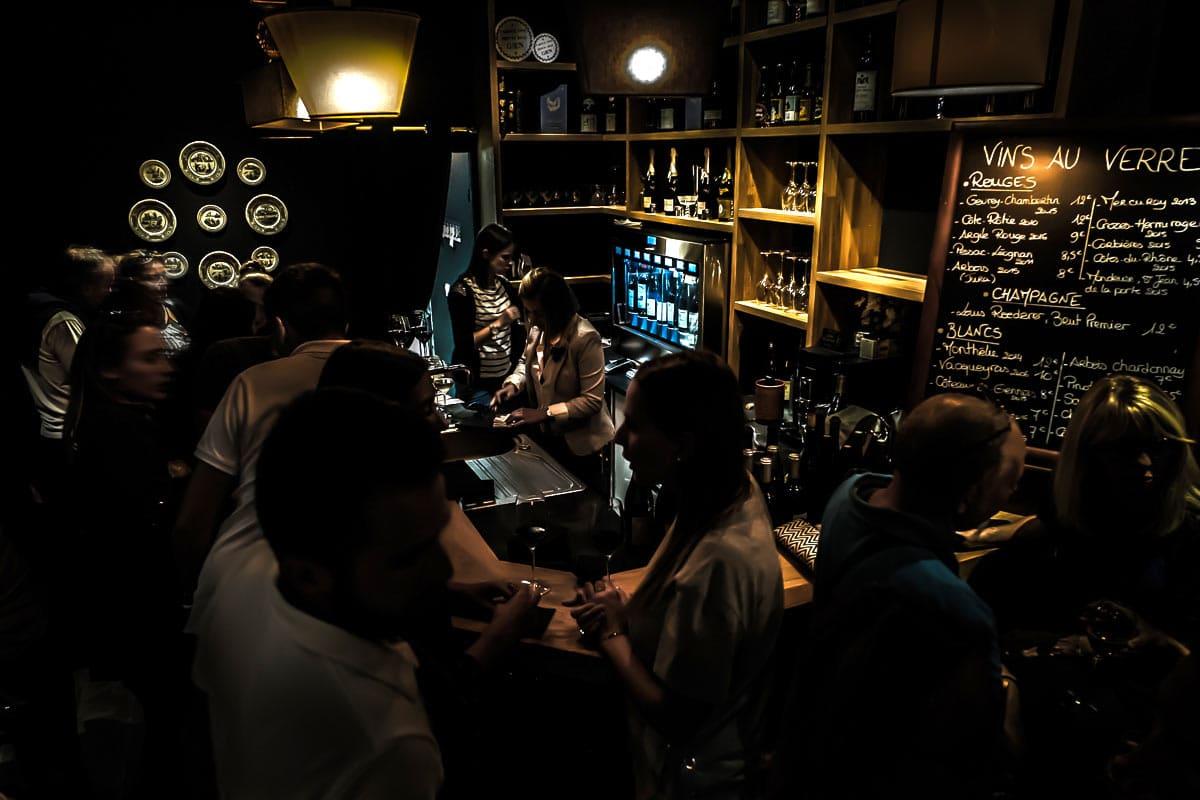 Ambiance cosy bar à vin le Salon Français à Annecy