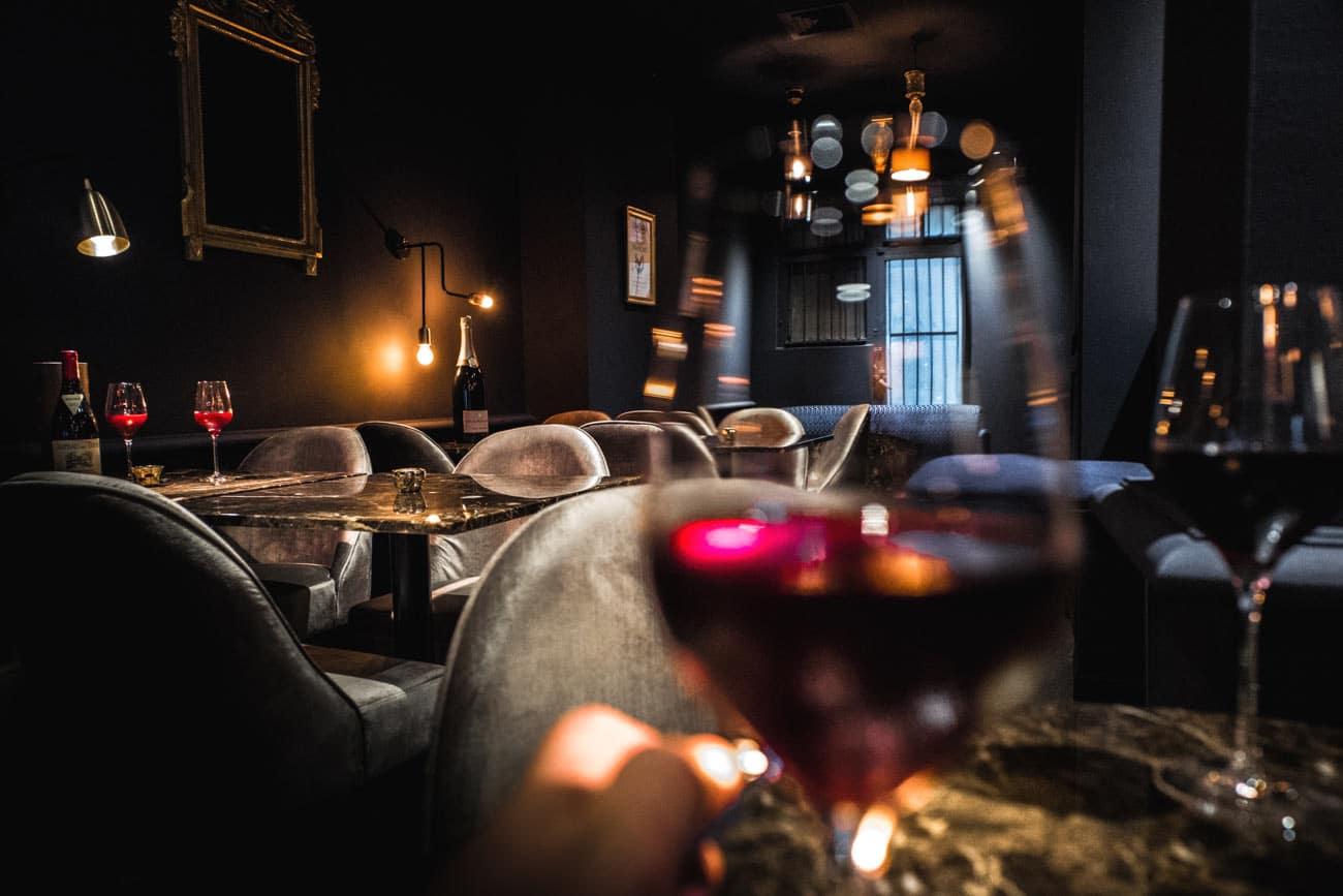 Ambiance élégante- bar à vin le Salon Français à Annecy